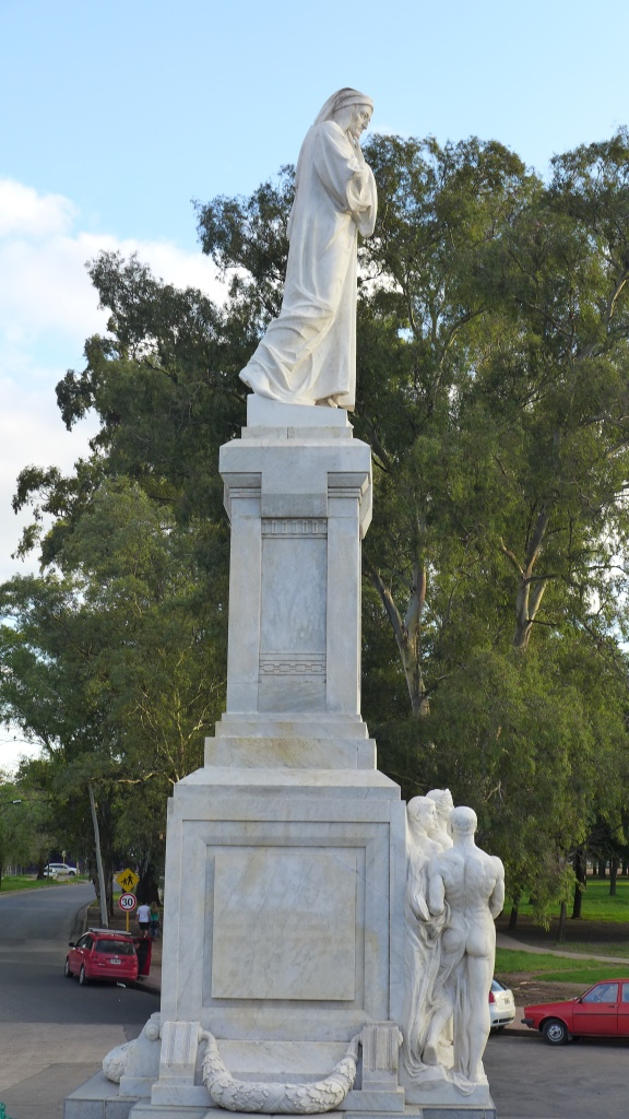 памятник Данте